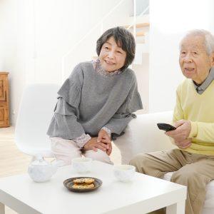 【JMAR生活者調査レポートコラム】<br> 高齢者が大好きな「テレビ視聴」<br> そのときの困りごとは?
