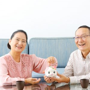 【JMAR生活者調査レポートコラム】<br>高齢者が自由に使えるお金はいくら?何に使う?